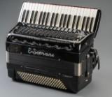 E. Soprani. Harmonika med cassotto i kasse
