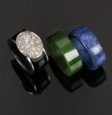 Omskiftelig brillantring med henholdsvis jade, onyx og Lapis Lazuli, brillanter i alt ca. 1.00 ct