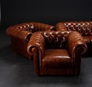 chesterfield sofa samt tre hvilestole l der 4. Black Bedroom Furniture Sets. Home Design Ideas