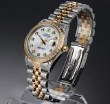 Rolex Datejust. Midsize dameur i 18 kt. guld og stål med perlemorsskive og brillanter, 1987