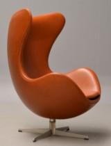 Arne Jacobsen. Ægget fra år 1965. Loungestol med cognacfarvet 'Canyon' anilin læder