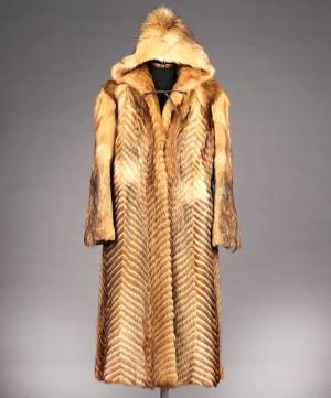 9f9d1046 Frakke med hætte af rævepels str. 3840 Denne vare er sat til omsalg under  nyt