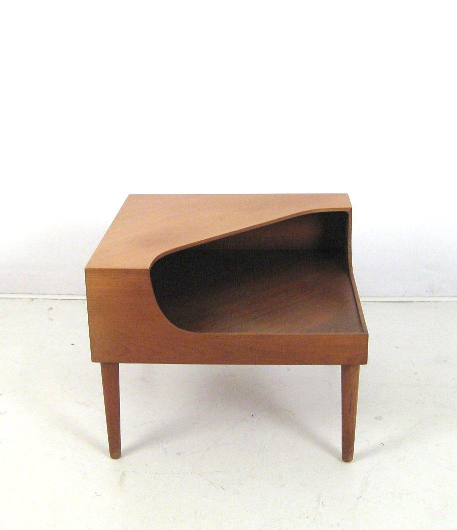 Ecktisch / Beistelltisch Der 1950/60er Jahre In Teak, Wohl Dänisches Design  | Lauritz.com
