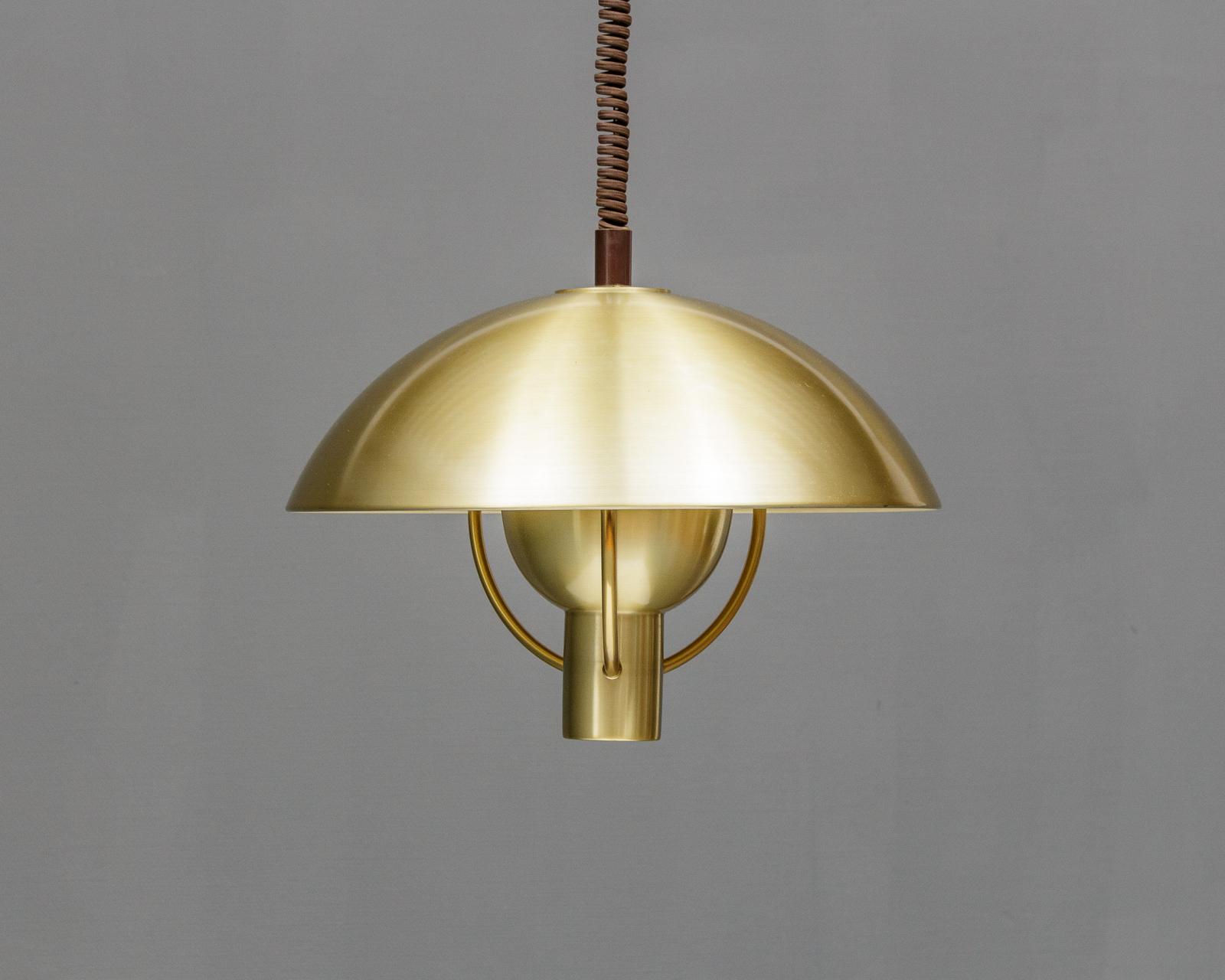 Pendel af messing 1960érne - Pendel af messing Ø 45 cm h. ca. 35 cm uden montering. Lette brugsspor 1960érne