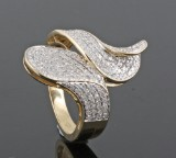 Ring in 14k set with eight cut diamonds approx.0.80 ct