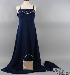 37c894f2d2e Slutpris för Vintage, handsydd aftonklänning med sjal,