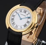 Cartier 'Vendome'. Ladies watch, 18 kt. gold with pale dial