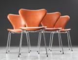 Arne Jacobsen. Fire syverstole model 3107, cognacfarvet læder, høj model (4)