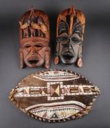 To afrikanske masker og skjold (3)