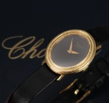 Chopard. Ladies watch, 18 kt. gold with black dial