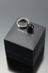 Georg Jensen. 'Sphere' ring med sort agat, dessin 483A