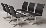 Arne Jacobsen. Sæt på seks 'Oxford' dining chairs / office chairs, black leather (6)