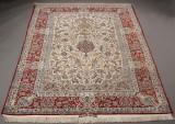 Betegnet Isfahan med silke. Persien. 245 x 160 cm.