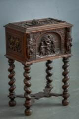 Nybarok kiste/skrin af eg, ca. 1880-1900