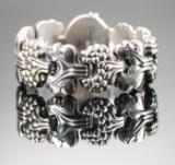 Georg Jensen. 'Moonlight grapes' armbånd af sterlingsølv, dessinnr. 30.
