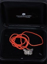 Ole Lynggaard. Katrine butterfly clasp, partially oxidized 18 kt. gold, coral necklace (2)