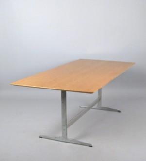 arne jacobsen shaker tisch modell 3571 f r fritz hansen. Black Bedroom Furniture Sets. Home Design Ideas