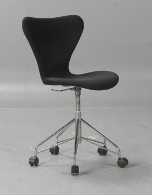 slutpris f r sjuan arne jacobsen f r fritz. Black Bedroom Furniture Sets. Home Design Ideas