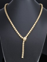 Piaget. Necklace, 18 kt. gold, with adjustable diamond clasp