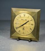 Reklame /jubilæums ur fra Vingaarden, bemalet messing / stål
