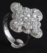 Ring in 18k set with diamonds 2.60ct