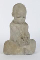 Teodor Madsen cd. Skulptur af siddende barn.
