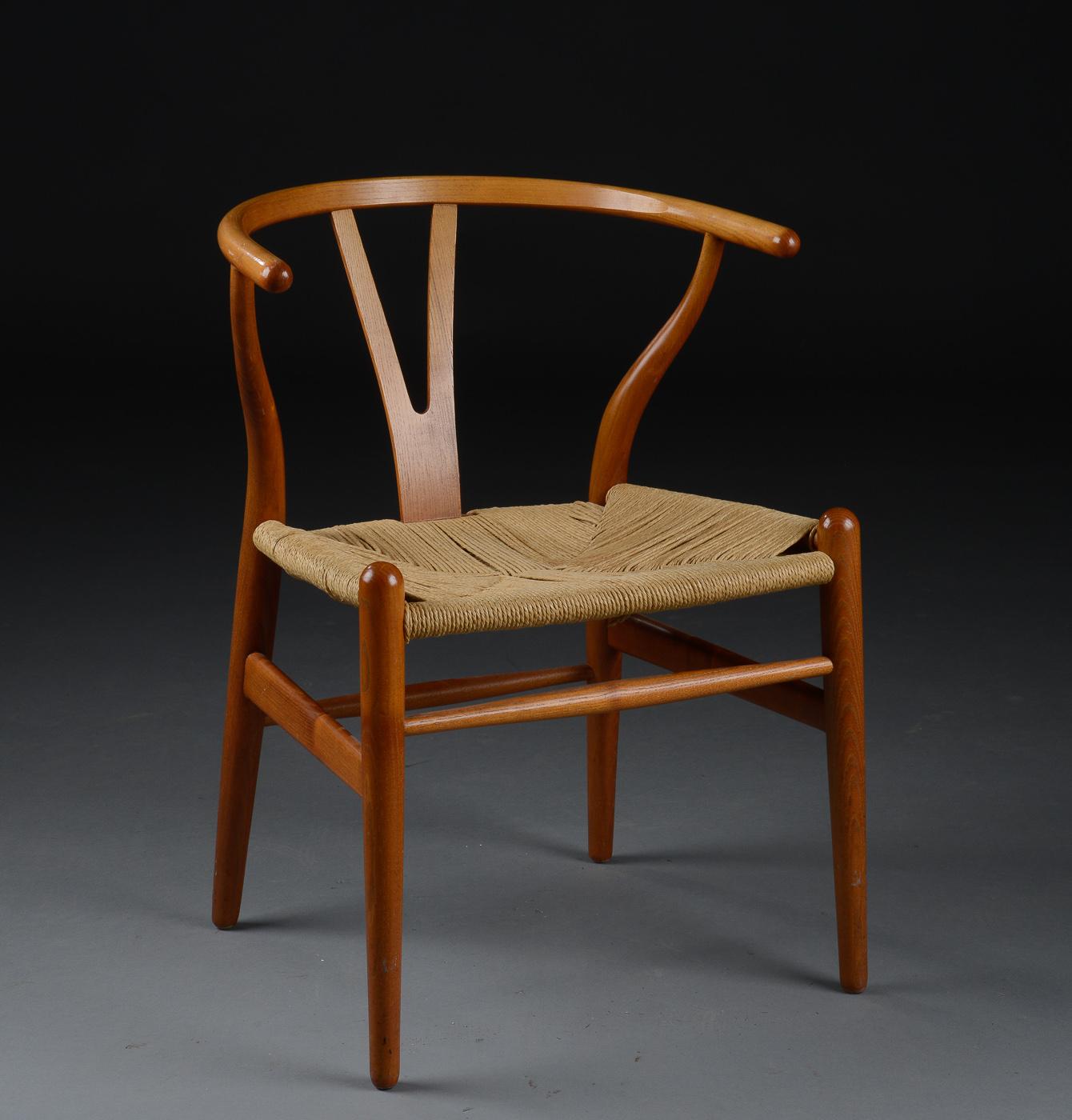 Hans J. Wegner. Y stol, model CH 24 |