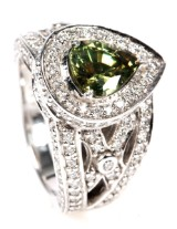 Diamond ring, white gold with pear-shaped green garnet, 4.04 ct,  11.2 g