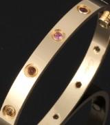 Cartier 'Love' armbånd af 18 kt. hvidguld prydet med ædelstene