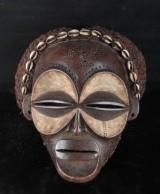 Afrikansk mask skuren i trä