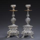 Par lysestager af tin og messing, ca. 1900