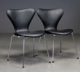 Arne Jacobsen. To syverstole model 3107, sort læder (2)