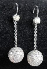Øreringe med Pavéfattede diamantkugler, 14 kt hvidguld. Brillanter ca 4.00 ct. (2)
