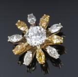 Brillantvedhæng af 18 kt. guld og hvidguld, i alt ca. 3.00 ct