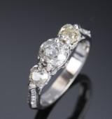 Vintage diamantring af 18 kt. hvidguld, i alt ca. 1.40 ct