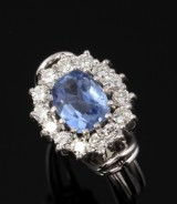 Vintage brilliant-cut diamond and sapphire ring, 18 kt. white gold, 1970's