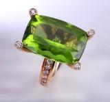 Ruben Svart. 'Mojito' diamond ring, 18 kt. gold with peridot
