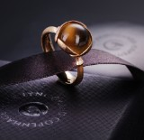 Ole Lynggaard. 'Lotus' ring no. 2, 18 kt. gold, cabochon-cut citrine