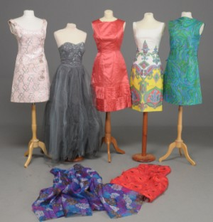 c70537d56df3 Slutpris för Samling kjoler. 7