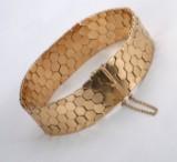 Vittorio Vicentine, Vicenza. Wide retro bracelet in 18 kt. gold, c. 1950-60