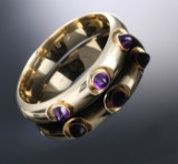 Tage Hansens Guldsmedie. Moderne armring af 14 kt. guld med ametyster, ca. 1960'erne