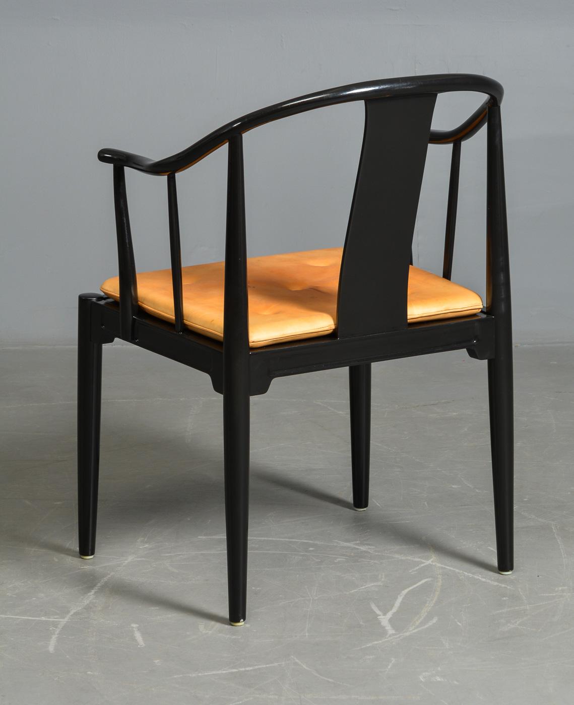 H. J. Wegner. Kina stol, sort lakeret |