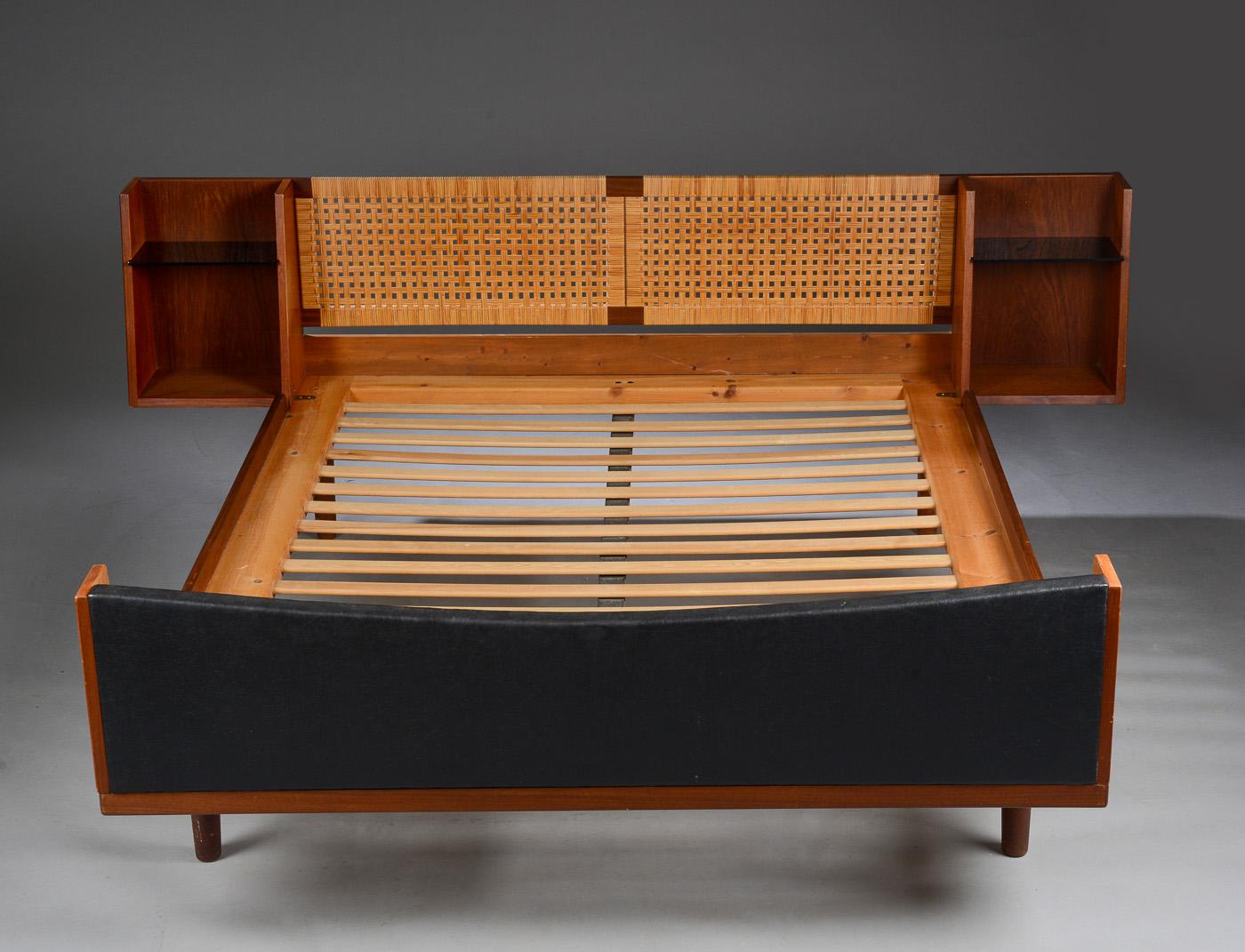 seng teak Auktionstipset   Hans J. Wegner. Dobbelt seng teak og flet seng teak