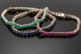 Tre armbånd af guld med chrysopras, synt. rubin og synt. saffir (3)