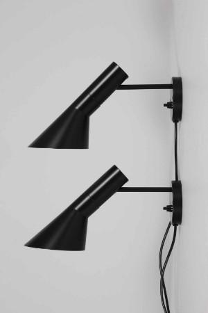 Forskellige Slutpris för Arne Jacobsen. Par sorte væglamper OW96