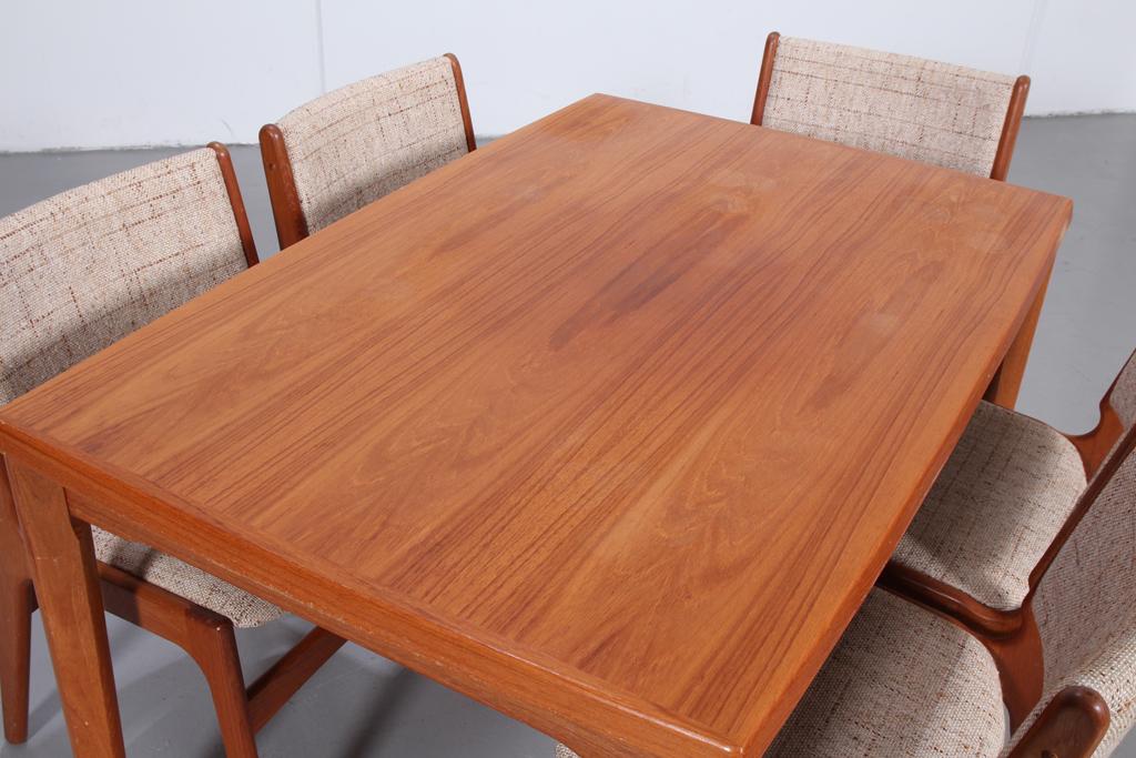 Brdr. Furbo, Spøttrup. Spisebord med stole i teak (6