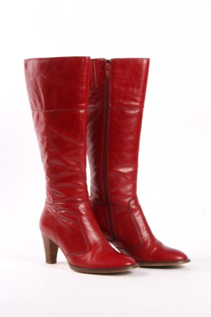 756155abdc7a Sofie Schnoor. Lange støvler i rødt skind