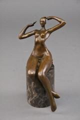 Abstrakt bronze figur af nøgen kvinde