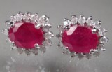 Par rubin- og diamant ørestikkere