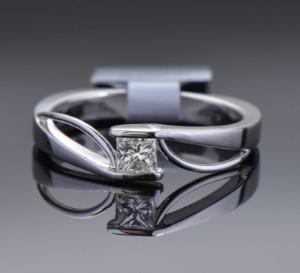 Brillantring af 18 kt. Guld - Dk, Herlev, Dynamovej - Brillantring af 18 kt. Guld prydet med prinsessesleben diamant på ca. 0.29 ct. Farve: Top Wesselton (F-G), Klarhed: VS2. Ring str. 54. Fremstår ubrugt med IGI certifikat. - Dk, Herlev, Dynamovej